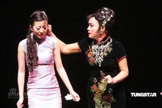 图文:刘晓庆台北演《金大班》--丝丝入扣