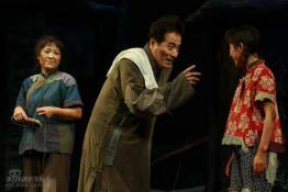 《龙须沟》首演成功新老观众重温经典(组图)