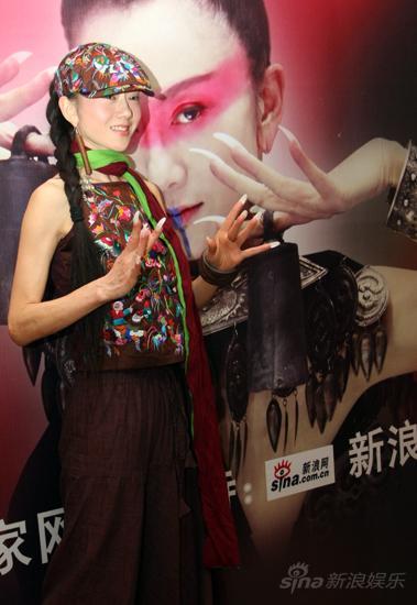 图文:杨丽萍预热《响声》-杨丽萍摆POSE