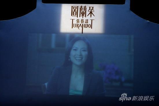 图文:《图兰朵》时尚汇-章子怡送祝福