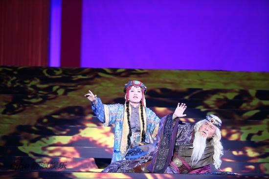 图文:鸟巢《图兰朵》彩排-演员动情表演