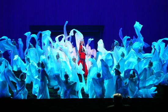 图文:鸟巢《图兰朵》首演-蓝色丛中一点红