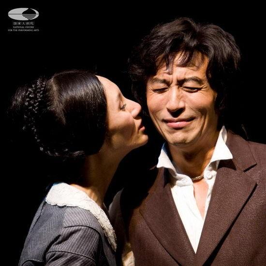 """袁泉的另外一个身份:中国国家话剧院演员,更加强调了这次演出对于她来说是一次充满感恩与喜悦的""""娘家""""之旅"""