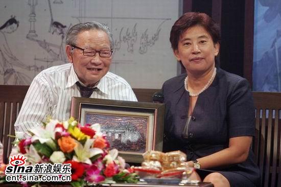 图文:梁羽生南宁录制广西电视台中秋晚会(10)