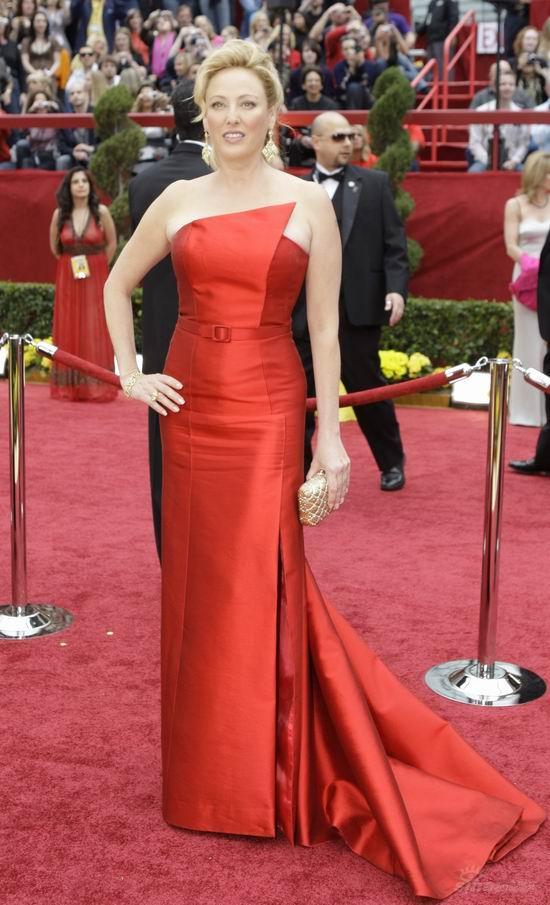图文:奥斯卡红毯--弗吉尼亚-曼德森高贵优雅