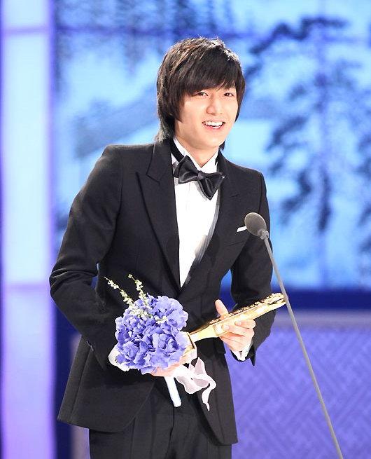 详讯:李民浩凭《花样男子》获电视类男新人奖