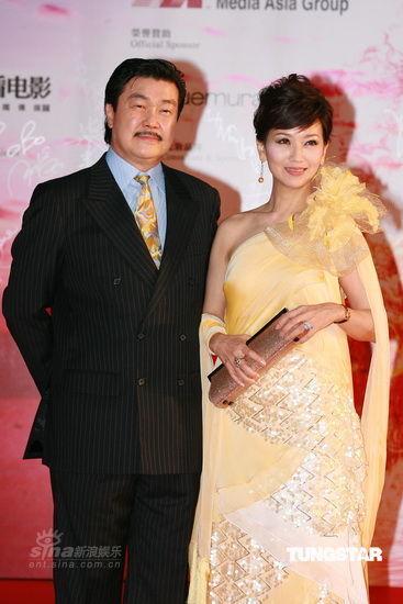 红毯时尚点评:明星夫妻档色彩呼应吸引眼球