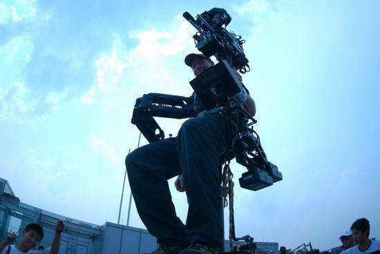 美国传奇摄影师掌镜《棒子》半吨装备亚洲最贵