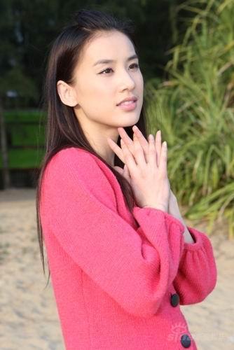 黄圣依角色跨度达千年载歌载舞塑造全新刘三姐