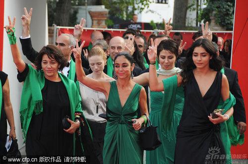 《没有男人的女人》首映绿色娘子军相映成趣