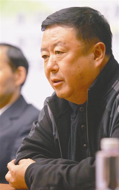 尤小刚捧场澳门电影节评审委员会主席葛优担任