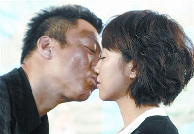 《三枪》主创江城宣传孙红雷亲了老板娘
