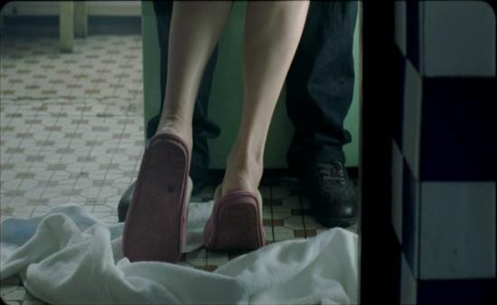王姬拍床戏亲自打板