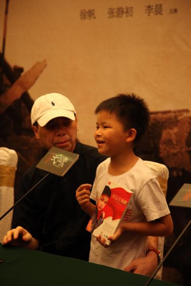 《唐山大地震》成都首映抗震小英雄林浩现身