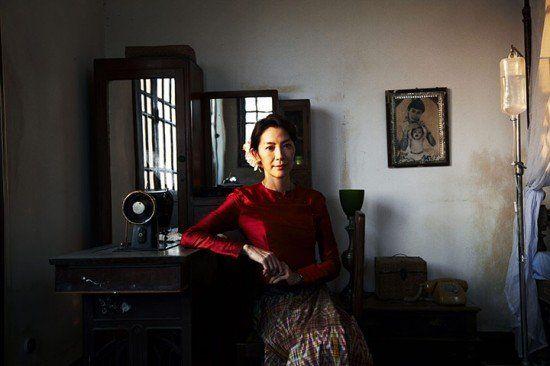 杨紫琼在电影《The Lady》中饰演曾被软禁近二十载的缅甸反对派领袖昂山淑姬