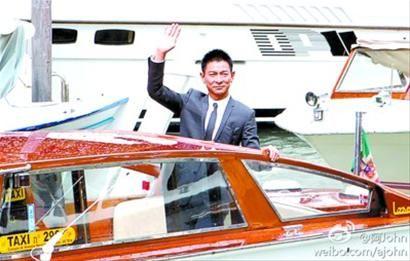 刘德华为宣传《桃姐》远赴威尼斯