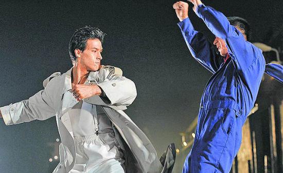锦荣(左)在《宝岛双雄》中大展拳脚功夫,和房祖名对打-蔡依林男图片