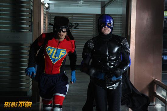 《形影不离》中吴彦祖化身超人释放压力