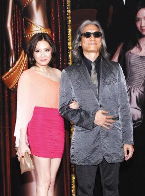 潘源良和妻子李丽珍亮相金像奖红毯