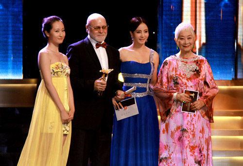 陶红出席上海电影节闭幕 称有回家感觉图片