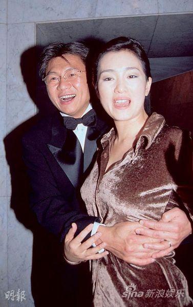 巩俐与前夫黄和祥13年婚姻于5年前结束,两人曾有欢乐的时光。