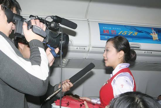 美女空姐接受采访