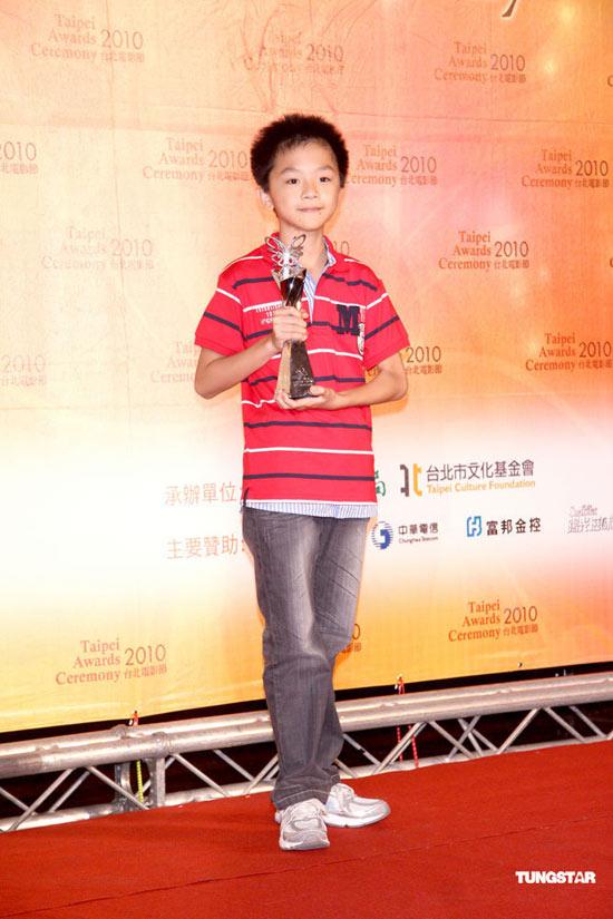 组图:台北电影节颁奖典礼《艋�{》意外落马