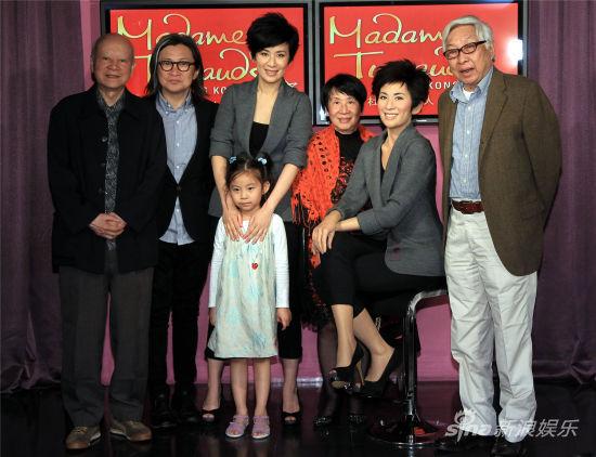 陈可辛吴君如一家、陈可辛父亲陈铜民、吴君如父母与蜡像合影