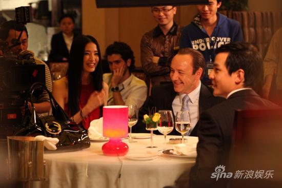 左起:龚蓓�、凯文-史派西、吴彦祖
