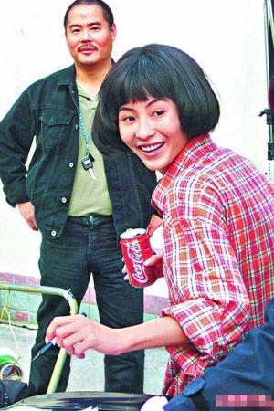 胡须勇(左)早年曾试过陪张柏芝开工。