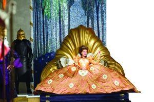 《魔镜魔镜》颠覆经典童话 白雪公主变女强人