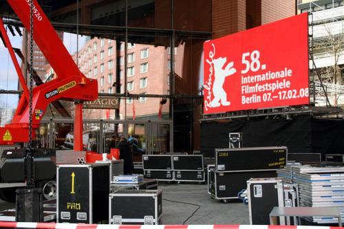 组图:柏林电影节紧张准备红毯静待明星到来