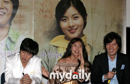 组图:韩片《傻瓜》将映雪藏两年惹车太贤落泪