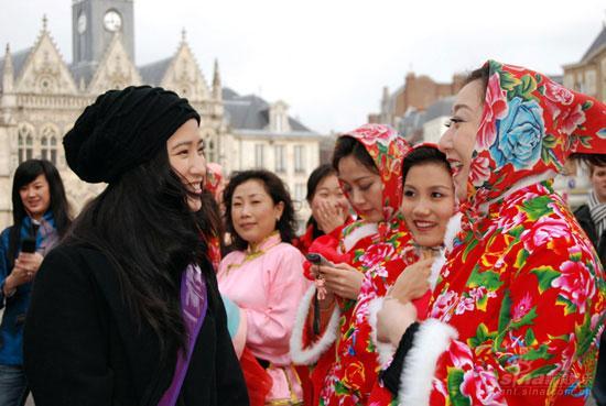 组图:开普电影节热迎龚蓓�圣康德享受中国风