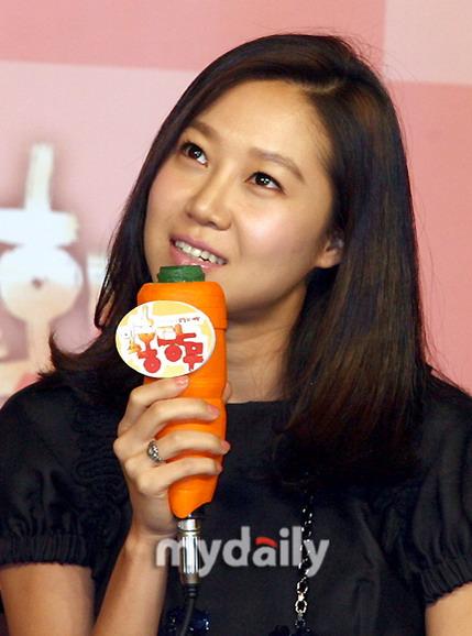 组图:孔孝珍李宗赫出席新片《胡萝卜》记者会