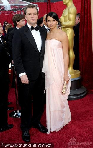 图文:第82届奥斯卡红毯-马特和妻子露西亚娜