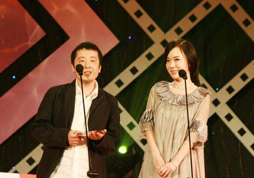 图文:华语电影传媒奖颁奖--霍思燕贾樟柯颁奖