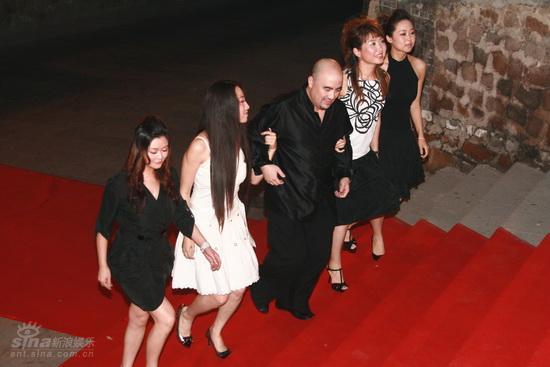图文:龙的传人颁奖典礼红毯--孔祥东与非凡乐队