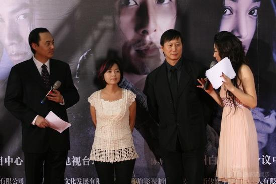 图文:《画皮》首映红毯--吴宝玲雷楚雄结伴