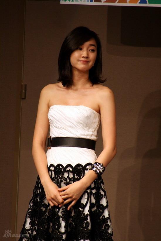 秀爱整容前后_图文:第28届韩国影评奖颁奖--秀爱