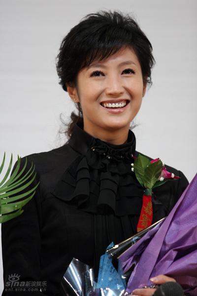图文:《夏天》北京首映--春妮甜美微笑