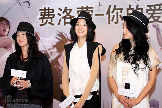 图文:《女人不坏》发布会今夜流行戴帽子