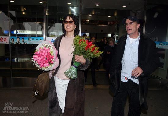 图文:苏菲-玛索现身北京--和男友并肩前行