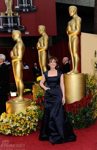图文:奥斯卡红毯--ABC电视集团总裁安妮斯维尼