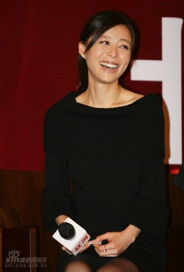 图文:《红河》北京首映-张静初开怀大笑