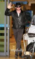 组图:杰克曼赴韩宣传《金刚狼》影迷投怀送抱