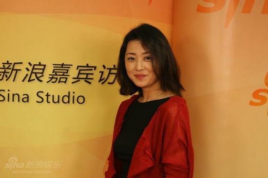 图文:《邓稼先》主创做客-刘蓓微笑留影