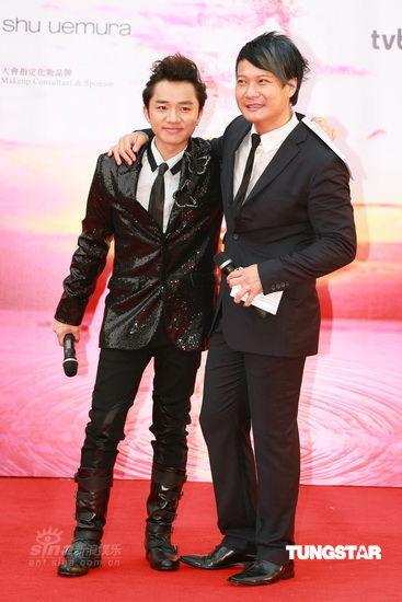 图文:香港金像奖红毯-钱嘉乐王祖蓝红毯合影