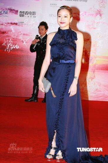图文:香港金像奖红毯-林嘉欣珠圆玉润如邻家女孩
