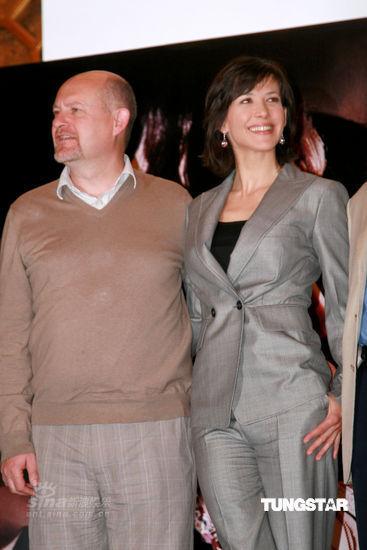 图文:苏菲-玛索亮相北京-与电影导演共亮相
